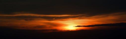 Panorama des Sonnenunterganghimmels Lizenzfreie Stockfotos