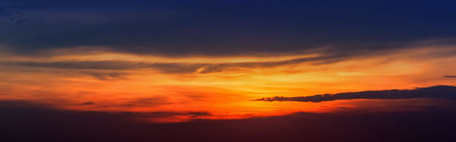 Panorama des Sonnenunterganghimmels Lizenzfreie Stockfotografie