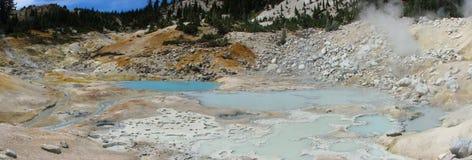 Panorama des sources de sulpher et des bains de boue Image stock