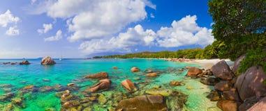 Panorama des Strandes Anse Lazio bei Seychellen Stockfoto