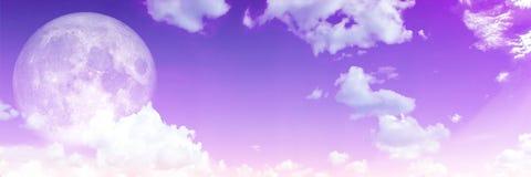 Panorama des Supermondes des weißen Himmels der Wolke purpurroten Stockfotos