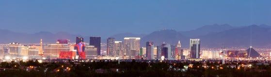 Panorama- det röda sydvästlandskapet vaggar kullar i stadens centrum Las Vegas Royaltyfri Bild