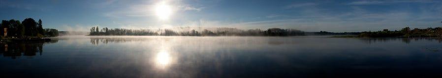 Panorama di alba di mattina del lago Immagine Stock