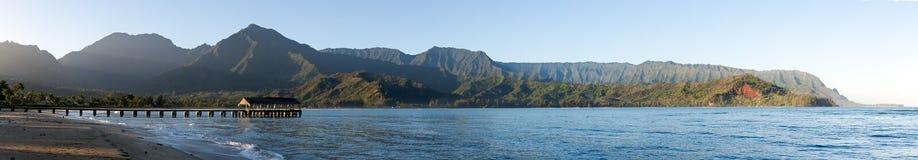 Panorama di alba nella baia Kauai di Hanalei fotografia stock libera da diritti