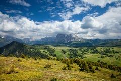 Panorama di Alpe di Suisi al giorno soleggiato Fotografie Stock