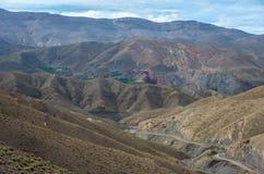Panorama di alta catena montuosa dell'atlante e della strada tortuosa dalla o Immagine Stock Libera da Diritti
