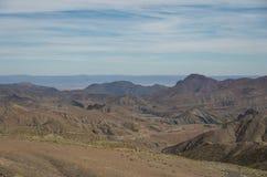 Panorama di alta catena montuosa dell'atlante e della strada tortuosa dalla o Immagini Stock