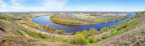 Panorama di alta risoluzione delle curve del fiume Immagini Stock