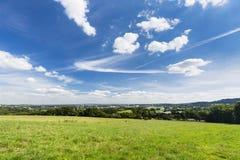 Panorama di Aquisgrana con cielo blu profondo Fotografia Stock Libera da Diritti