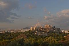 Panorama di Atene con la collina dell'acropoli, Grecia fotografia stock libera da diritti