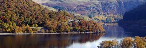Panorama di autunno del bacino idrico della penna Y Garreg Fotografia Stock Libera da Diritti