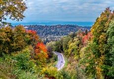 Panorama di autunno di paesaggio lettone con la strada Fotografia Stock Libera da Diritti
