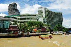 Panorama di Bangkok dal fiume Immagini Stock