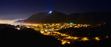 Panorama di Brasov di notte Fotografie Stock