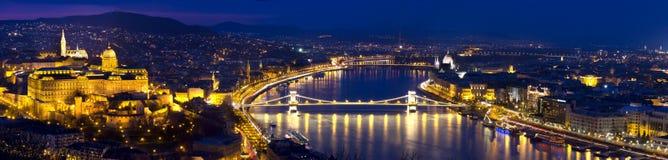 Panorama di Budapest all'ora blu Immagini Stock Libere da Diritti