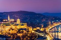 Panorama di Budapest con il castello reale fotografia stock