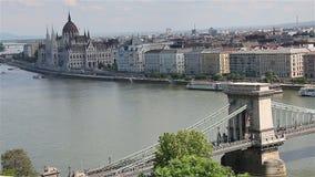 Panorama di Budapest con il Danubio e la costruzione del Parlamento, Ungheria archivi video
