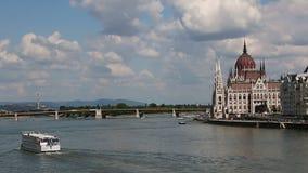 Panorama di Budapest e della costruzione del Parlamento, Ungheria archivi video