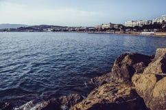Panorama di Cannes dalla riva della roccia Fotografie Stock
