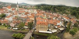 Panorama di Cesky Krumlov, città storica 160 chilometri o 100 miglia a sud di Fotografia Stock