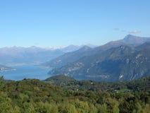 Panorama di Como del lago con le alpi Italia Fotografie Stock