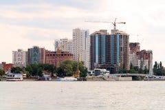 Panorama di costruzione di nuova città fotografie stock