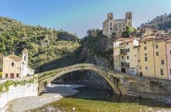Panorama di Dolceacqua Imperia, Liguria, Italia immagini stock libere da diritti
