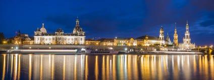 Panorama di Dresda nell'alta definizione, fotografia di notte Fotografia Stock