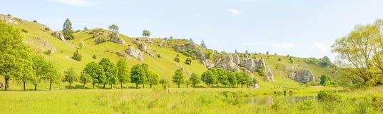 Panorama di Eselsburger Tal della valle - prato verde Immagine Stock