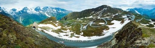 Panorama di estate delle alpi. Fotografia Stock