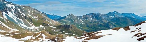 Panorama di estate delle alpi. Immagine Stock