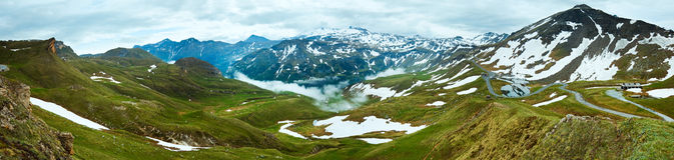 Panorama di estate delle alpi. Fotografie Stock