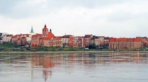 Panorama di Grudziadz al fiume di Vistola Fotografia Stock