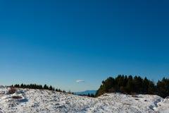Panorama di inverno dalle alpi italiane Immagine Stock