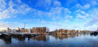Panorama di inverno del fiume di Amstel immagine stock libera da diritti
