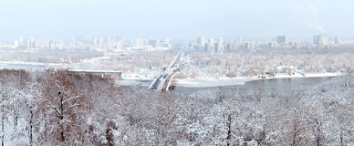 Panorama di inverno di Kiev fotografie stock