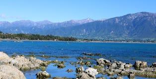 Panorama di Kaikoura del mare e delle montagne Nuova Zelanda Immagine Stock Libera da Diritti