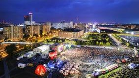 Panorama di Katowice alla notte durante il concerto dedicato al Immagine Stock