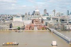 Panorama di Londra dalla nuova costruzione di Tate Immagine Stock