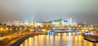 Panorama di Mosca Cremlin alla notte Fotografia Stock