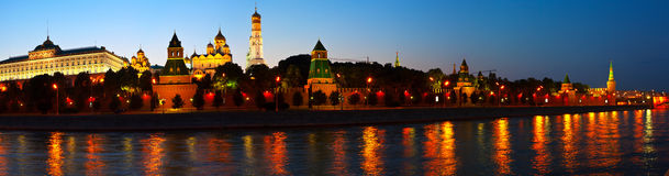 Panorama di Mosca Kremlin nella notte di estate Fotografie Stock