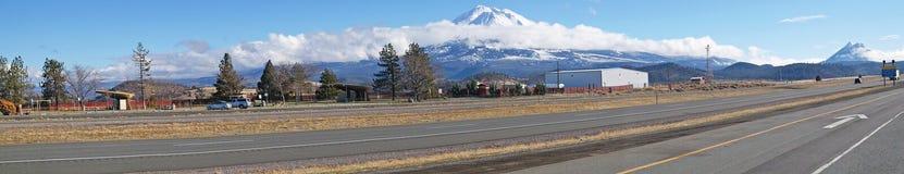 Panorama di Mt Shasta Immagine Stock