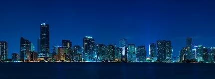 Panorama di notte dell'orizzonte di Miami Fotografie Stock Libere da Diritti