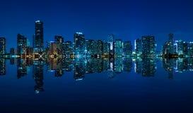 Panorama di notte dell'orizzonte di Miami Fotografia Stock Libera da Diritti