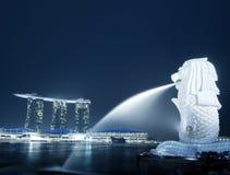 Panorama di notte dell'orizzonte di Singapore Immagine Stock