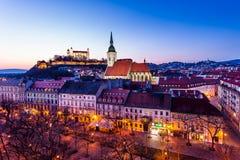Panorama di notte della città di Bratislava Immagine Stock