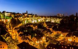 Panorama di notte della città di Lussemburgo Immagini Stock