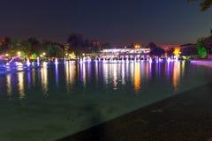 Panorama di notte delle fontane di canto in città di Filippopoli Fotografie Stock Libere da Diritti