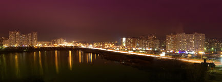 Panorama di notte di Kyiv immagine stock