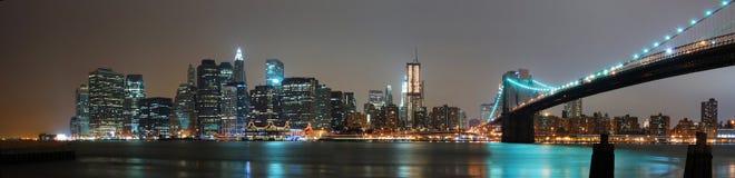 Panorama di notte di New York City Immagini Stock Libere da Diritti